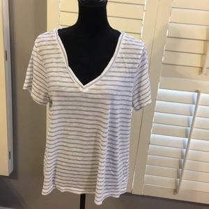 Old Navy V neck tee